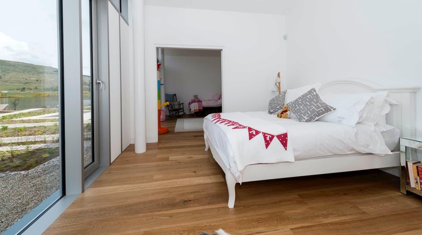 umiestnenie nábytku pri podlahovke